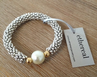 Elastic large pewter beads bracelet in silver finishing with swarovski crystal pearl and 14k gold plating beads