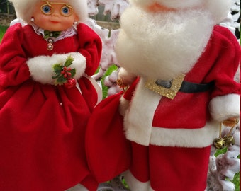Sweet 1960's Santa and Mrs. Clause Bottle Figurines