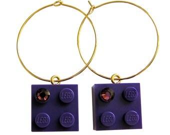 Purple LEGO (R) brick 2x2 with a Purple SWAROVSKI crystal on a Silver/Gold plated hoop