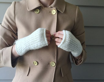 Cream Knit Fingerless Gloves / Knitted Wrist Warmers, Commuter Mitts / Cream Ivory / Vegan Yarn