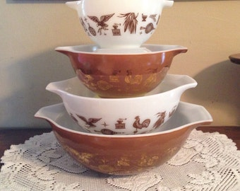Set of 4 PYREX Early American Cinderella Bowls, Beautiful Condition!