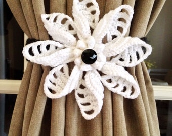 Crochet Curtain Tiebacks - white flower (1 pair)