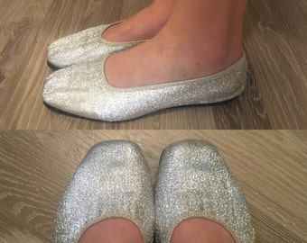 Silver - metallic stretch - elastic slip on shoes - slippers - ballet flats - comfortable