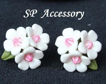 flower earrings, white bouquet earrings, white earrings, earrings clay
