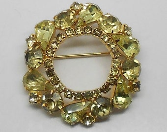 Vintage Weiss Signed Pale Yellow-Green/Lime Rhinestone Wreath Brooch