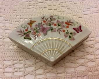 Collectable Avon Hand Crafted Porcelan Jewelry/Keepsake/Trinket Box