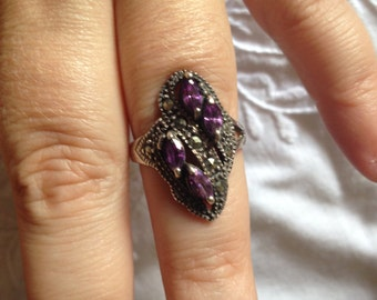 Lovely ring in silver plated metal and amethyst