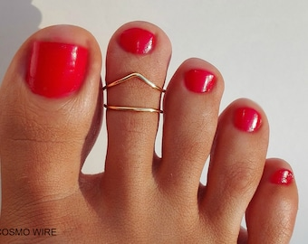 Chevron Toe Ring - Foot Jewelry - Set of 2 toe rings.Gold toe ring.Silver toe ring.Adjustable toe ring. SILVER PLATED wire(Non Tarnish)