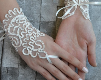 ivory wedding glove, Bridal Glove, ivory lace cuffs, lace gloves, Fingerless Gloves, bridal gloves, ivory gloves, gloves, bridesmaid glove