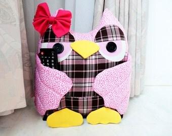 Stuffed owl with pockets.