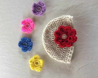 Crocheted baby hat with detachable floweres