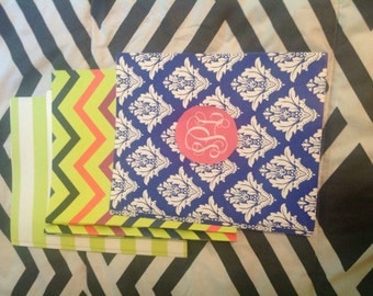 Monogrammed or name on a folder with prongs, Back to school