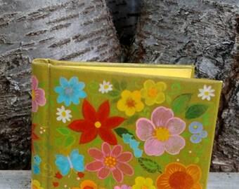 Retro floral pocket photo album - Hallmark