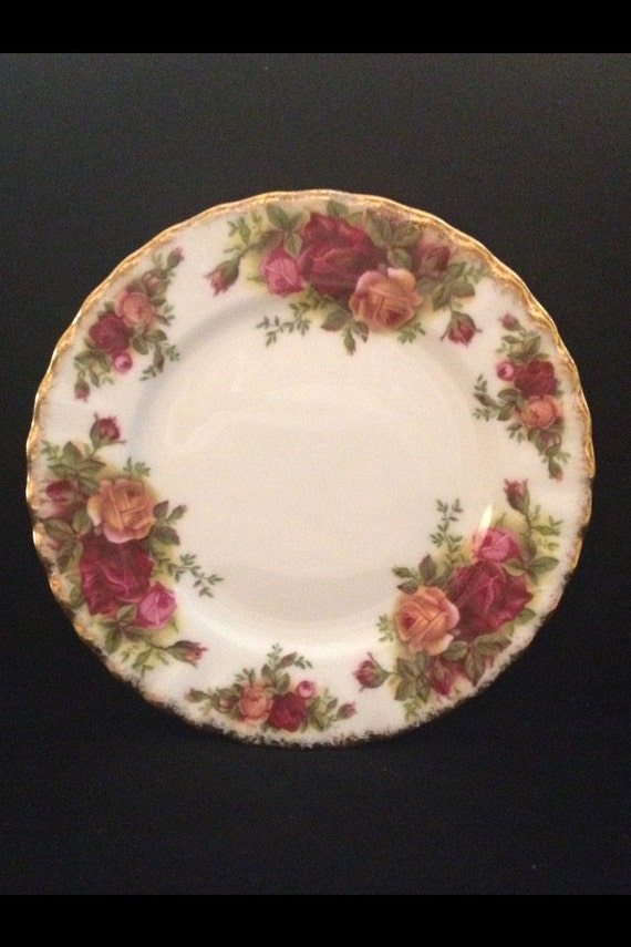 """FREE SHIPPING-Fantastic-Original-Vintage-1962-Old Country Roses-Royal Albert-Bone China-Made England-Bread And Butter- 6 1/4""""-Plate"""