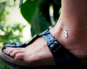 Dog Print Anklet / Sitting Dog Anklet / Cute Dog Charm Anklet / Silver, Gold Plated or Rose Plated.