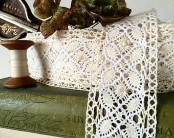 1 yard Beautiful Ivory Vintage Lace Ribbon -- crochet Lace
