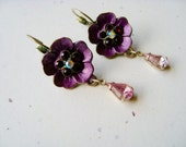 Pretty in Purple Retro Mod Earrings, Popping Purple Pansies with Pearl Center earrings, sweet floral petals and bezel-cut lilac dangle stone