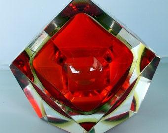 Murano Mandruzzato Sommerso bowl . Italian Murano art glass dish - red and yellow geometric faceted glass bowl . Made aprox 1950-1960