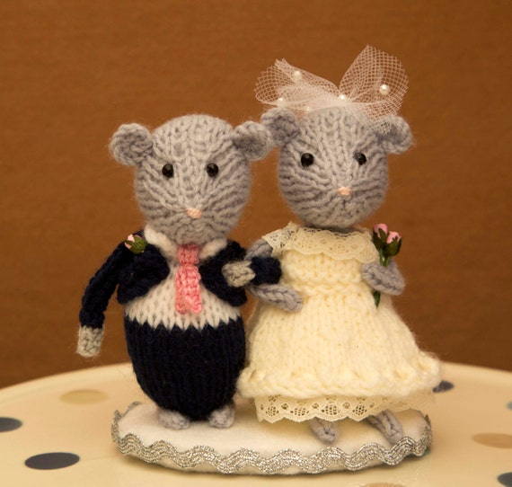 knitted mice wedding cake toppers and groom mouse wedding mice wedding cake by junemakes 16653