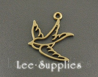 30pcs Antique Bronze Alloy Filigree Flying Swallow Bird Charms Pendant A499