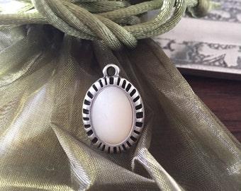 Cabochon white silver pendant