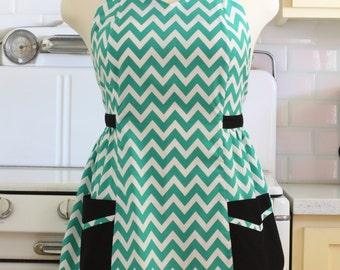 Retro Apron Plus Size Sweetheart Neckline Green and White Chevron BETTY