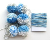 6 Pompoms + Yarn for Gift Wrapping, Blue, White, Grey (A)