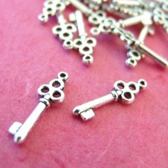 Sale 100pcs Antique Silver Key Penants (22mm )