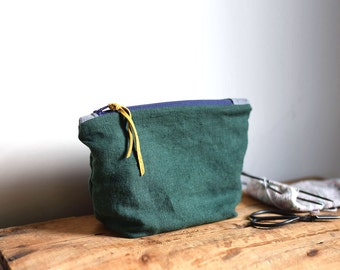 Forest Linen Clutch / Hunter Green / Small Knitting Project Bag / Notions Pouch, Toiletries Makeup Bag, Organic Cotton, Thimble and Acorn