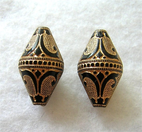 VINTAGE DECO LOOK Black & Gold Etched Acrylic Beads 19x11mm