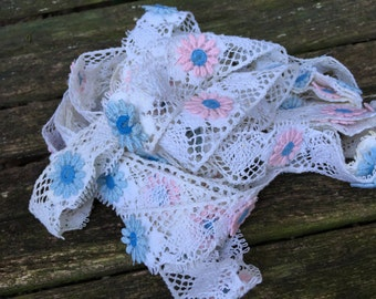 7 1/2 Yards of Vintage 1960's Era White Lace or Trim with Pink and Blue Daisies