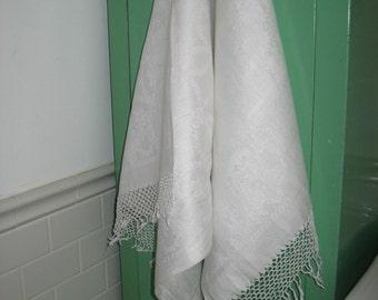 Vintage  Edwardian Damask Linen Towel / Fringed Linen Bath Towel 20s / Linen Display Towel