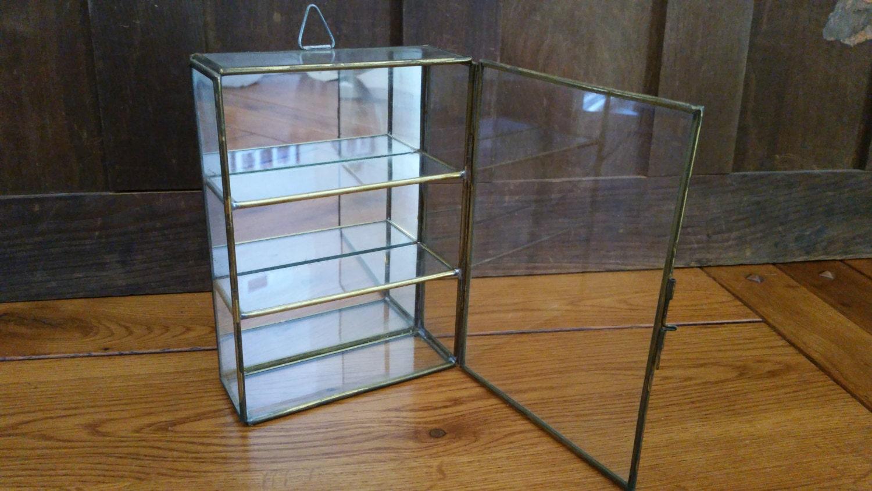 En laiton vintage vitrine verre miroir curio cabinet plateau for Vitrine verre but