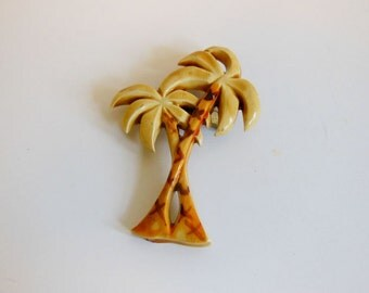 vintage brooch / Vintage 1940's Celluloid Palm Tree Painted 40's Pin