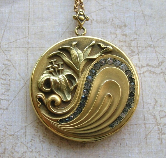 Large Art Nouveau Locket Necklace
