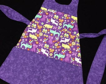 Reversible cotton Cats to a Polka Dot kids apron fits 2-8 years