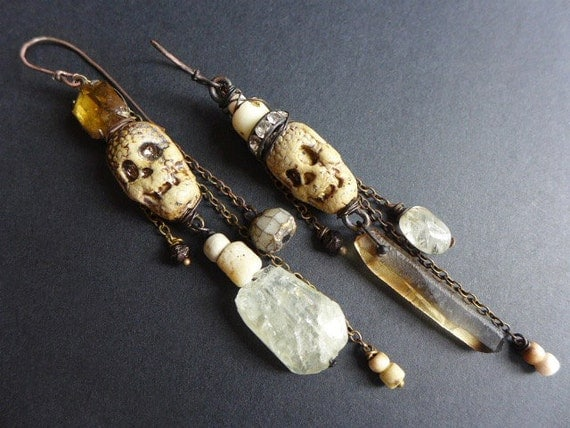 Alimento Mori. Rustic assemblage earrings with skulls, neutral grey and ivory cream.