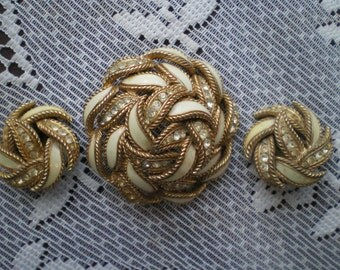 Vintage CINER Brooch Pin and Clip On Earrings  Lovely Needs New Rhinestones