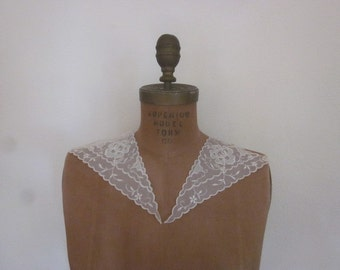 Antique Edwardian Embroidered Lace Collar