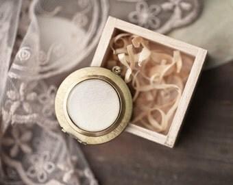 White tulip locket necklace - Photo holder - White Necklace - Long necklace - Brass photo locket - Flowers Necklace - Large locket (L018)