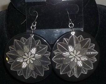 Vintage 1980's Fish Hook Earrings Dangle Dangly Large Flowers