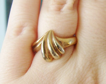 Vintage 18 KGE Gold plated wave/ shell ring- size 8.5