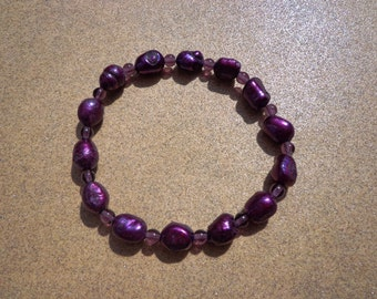Bracelet Berry Color Freshwater Pearls and Purple Glass Beads on Elastic Cord 6.5 Inches, Small Stretch Bracelet, Purple Pearls, Purple Bead
