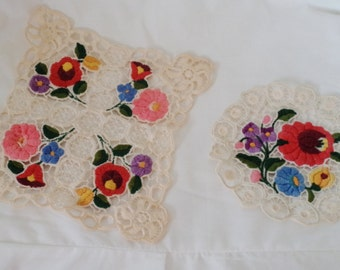 SPECTACULAR vintage doilies, 2 floral doilys, vintage embroidery, shabby decor, vintage home decor, 50s home, 50s doilies