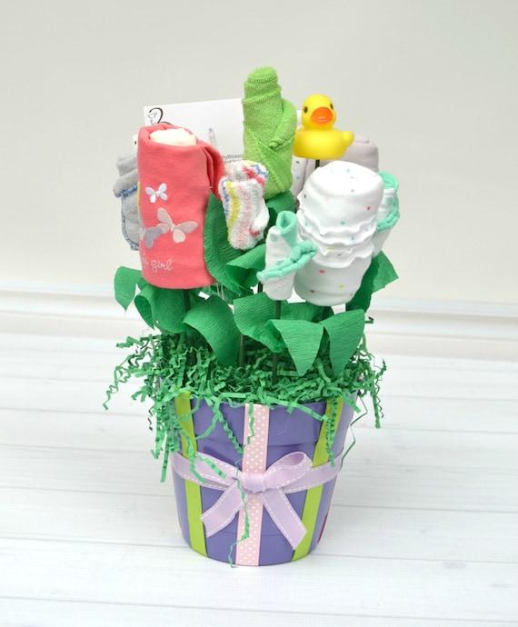Cute Newborn Gifts, New Baby Gifts, Newborn Girl Clothes, Baby Gift Basket, New Mom Gift Ideas, Best Newborn Gifts, Girl Babyshower Gift