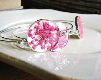 Pressed Flower Bangle Bracelet, Queen Annes Lace Pink Flowers, Botanical Gift, Woodland, Minimalist, Naturalist, Resin Jewelry, Bridal