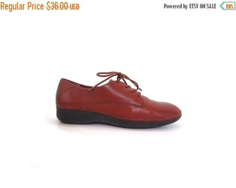 BTS SALE Vintage 90s Preppy Blanched Walnut Brown Leather Lace Up Oxfords women 7 7.5 vestiesteam boho indie hipster oxford loafers