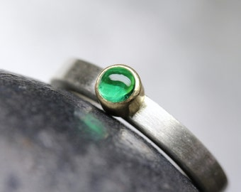 Modern Colombian Emerald Engagement Ring Solid Silver 18K Yellow Gold Minimalistic Simple Bright Green Cabochon May Birthstone - Beryl Dome