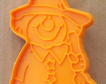 Hallmark Witch Standing ~ Holding Her Broom Cookie Cutter ~ Orange Soft Plastic Cookie Mold ~ Detailed Halloween Witch Shape - Recipe ~ Mint