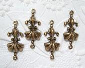 Antiqued brass Fleur de lis 2 ring connectors, lot of (4)- TC128